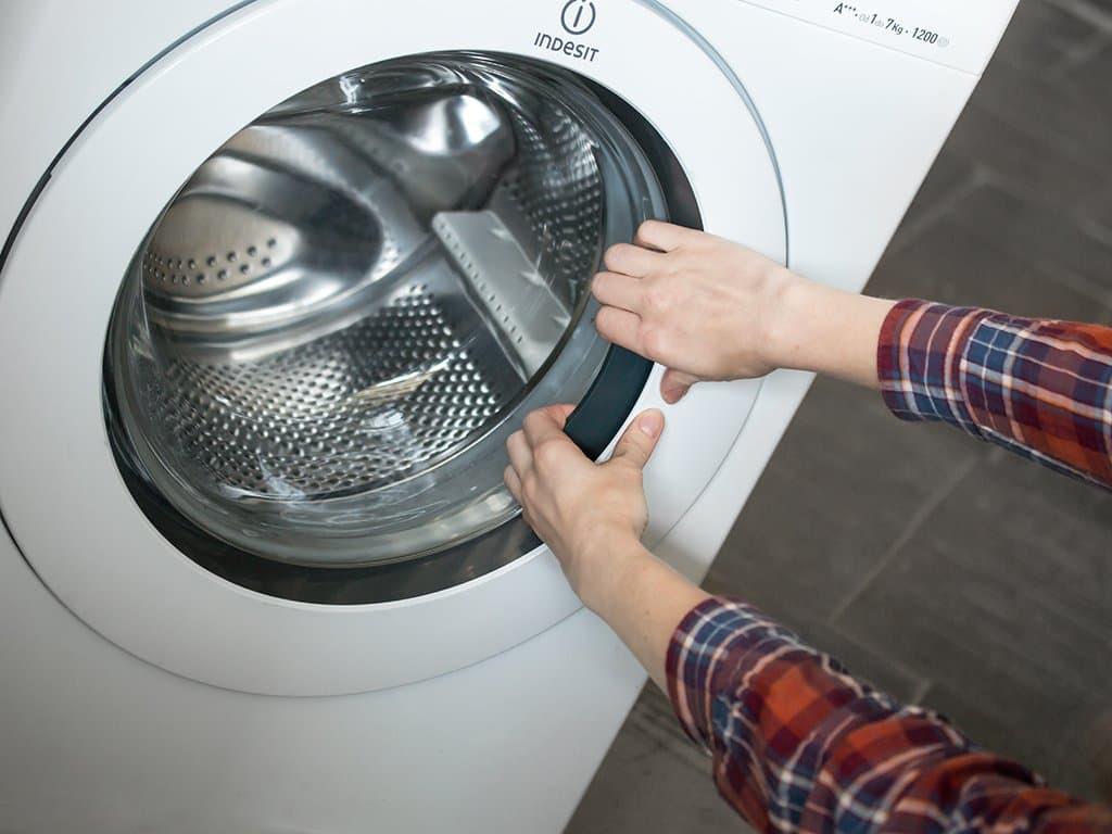 дверца стиральной машинки не открывается
